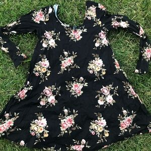PRICEDROP 💜Beauty f21 summer party Floral dress